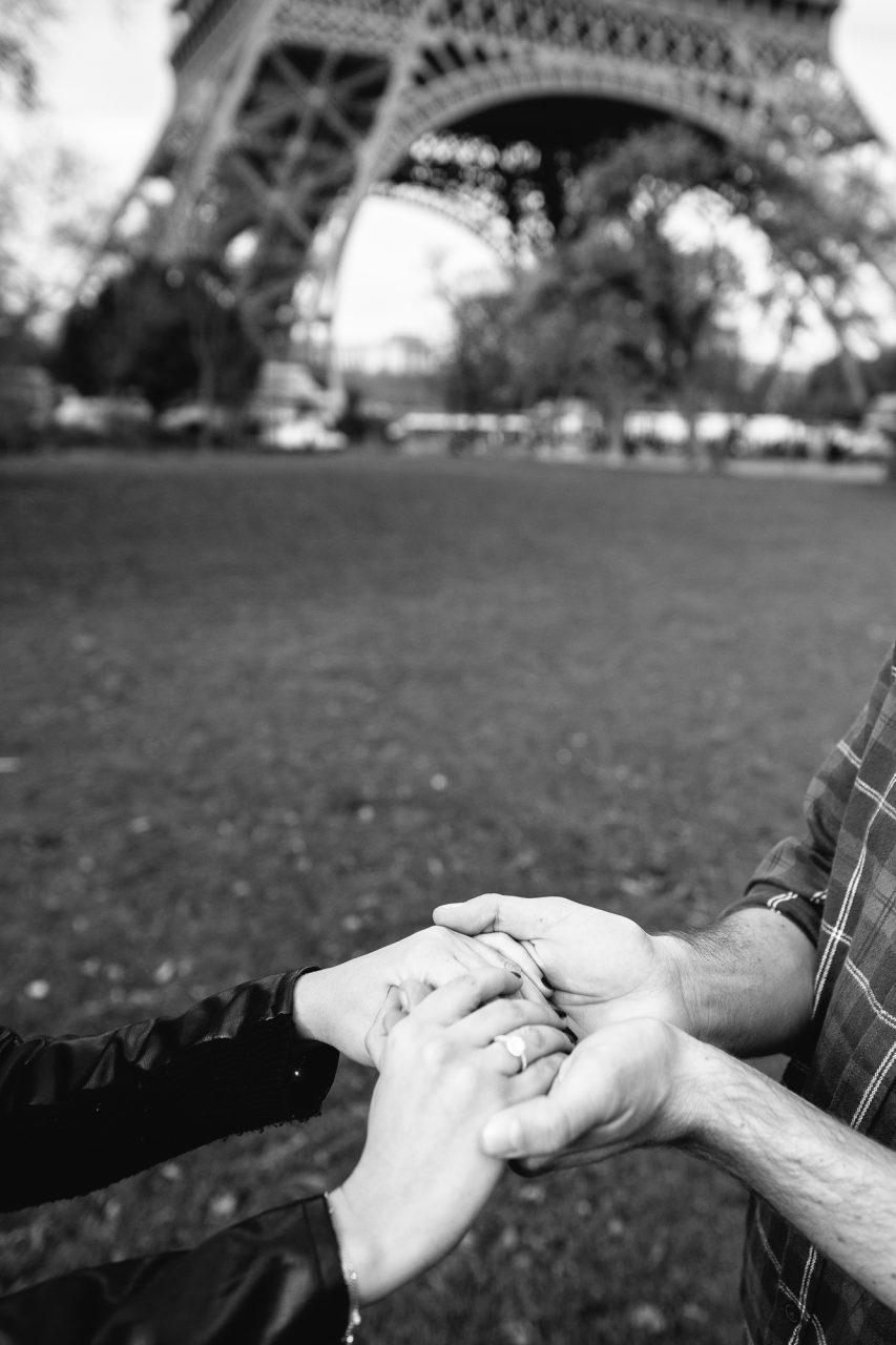 Q1A6032-2-853x1280 Will you marry me? Weddings & Couples  ảnh cưới paris ảnh đôi paris chụp ảnh paris Couple Photography in Paris eiffel tower elopement photography paris mariage photographe paris photographe pre wedding paris proposal photographer violinist wedding Wedding Photographer in Paris