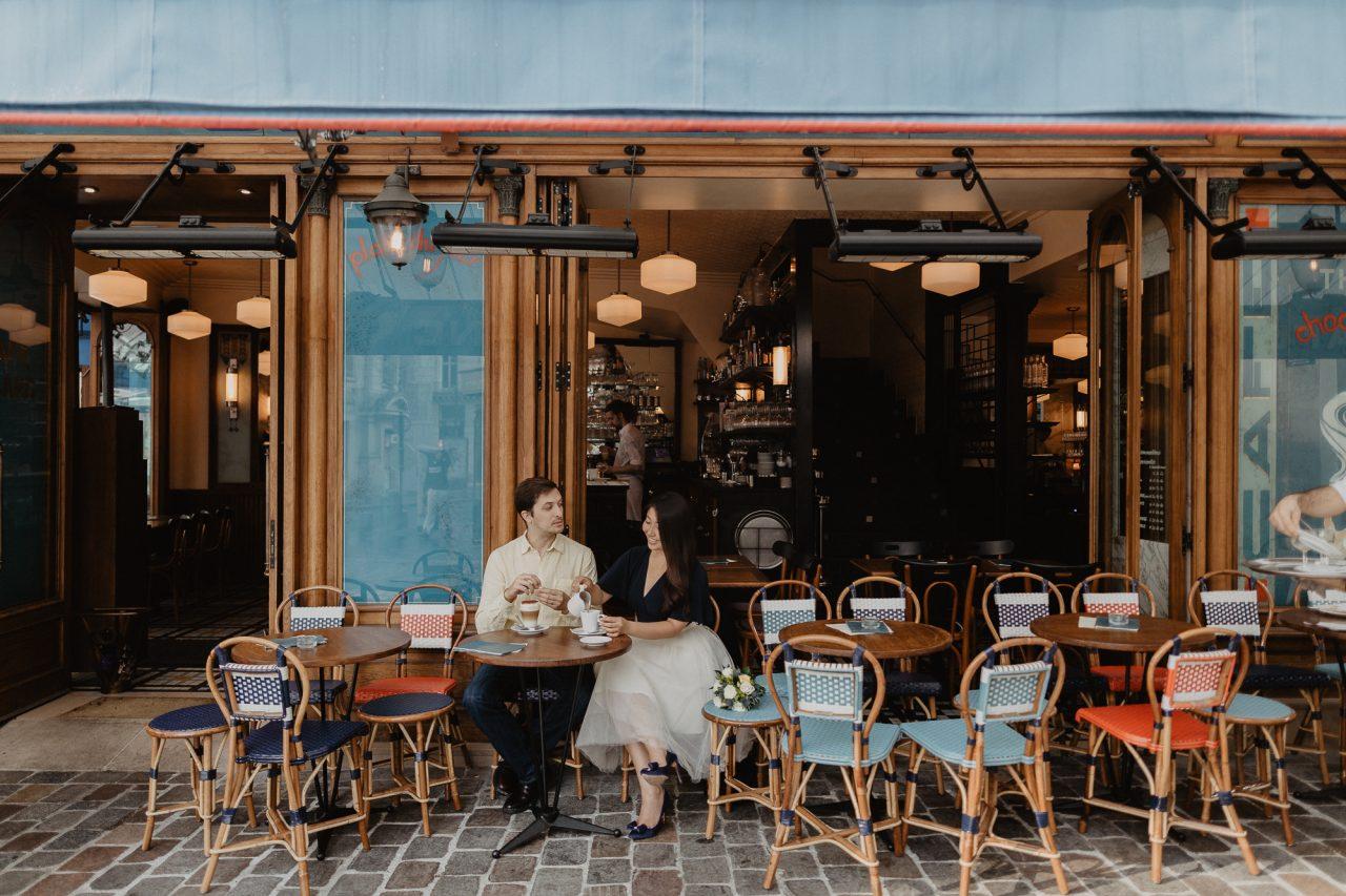 3Q1A2644-1280x853 Paris under the rain Weddings & Couples  couple louvre couple paris rain Couple Photography in Paris elopement photography paris engagement photography paris in the rain pont du carrousel pre wedding paris rain paris Wedding Photographer in Paris