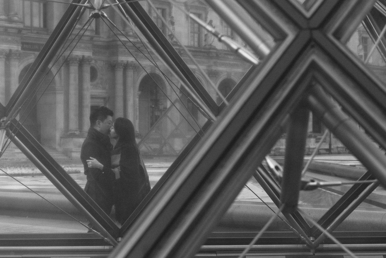 3Q1A0029-1280x854 Paris in winter Weddings & Couples  chụp ảnh paris Couple Photography in Paris couple sunrise photo eiffel tower elopement photography paris engagement photography pre wedding paris singapore photographer paris vietnamese photographer paris Wedding Photographer in Paris winter couple photo paris winter paris winter wonderland paris